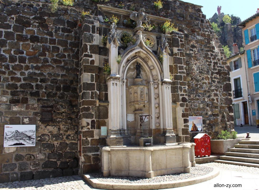 Fontaine chapelle saint clair